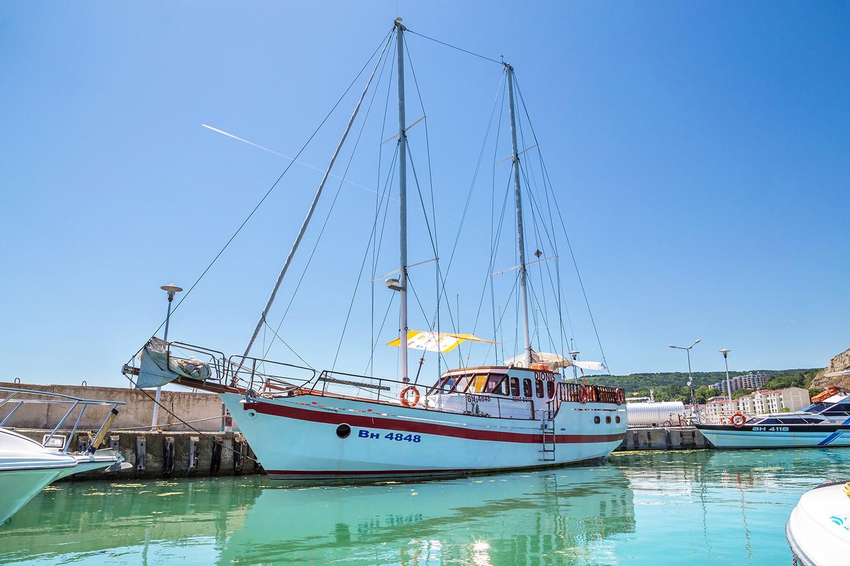 Разходка с яхта