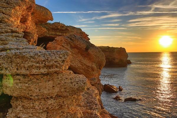 Камен бряг